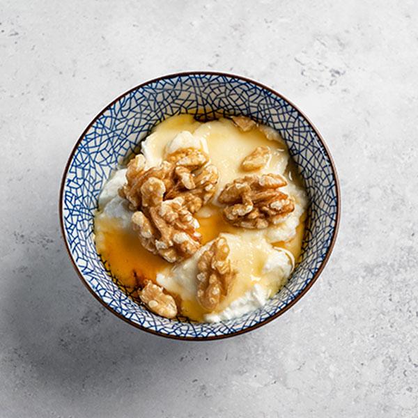 Requesón con miel y nueces