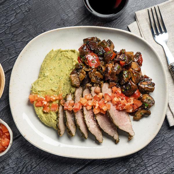 40.03.018.-Presa-en-marinada-mediterranea-verduras-salteadas-y-hummus-de-albahaca_2